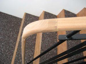 Détail de la rampe d'escalier en bois