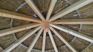 Charpente d'un abri de jardin en bois