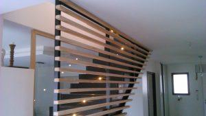 Escalier avec garde corps bois et métal