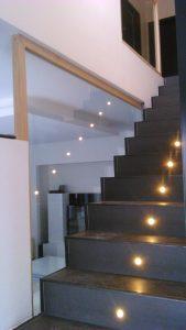 Escalier avec garde corps vitré