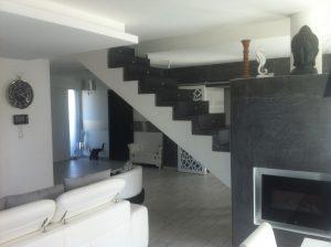 Escalier avant - coté droit